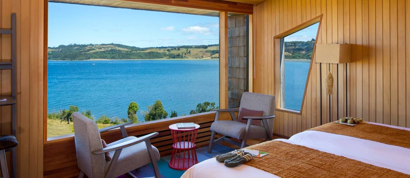 Double room of Tierra Chiloe overlooking the lake