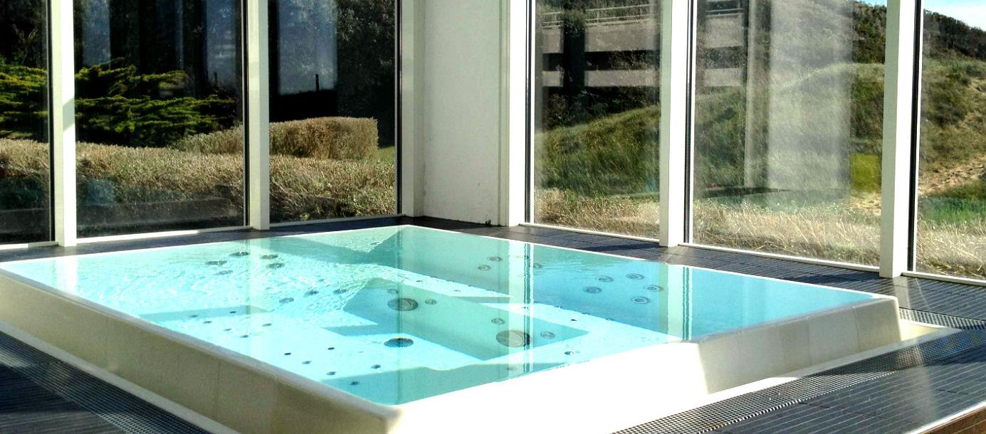 Jaccuzi in Hotel le Grand, France