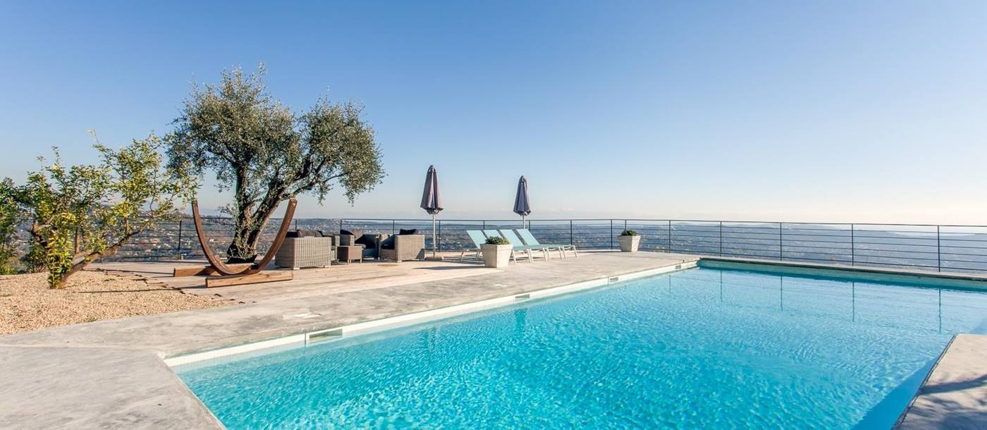 View of sea and swimming pool of Villa des Cygnes, Cote dAzur