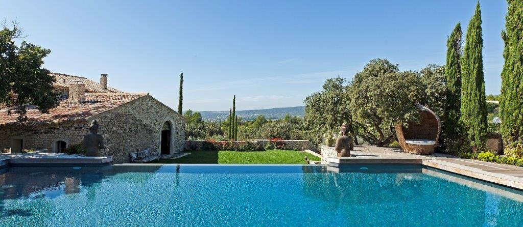 swimming pool of Le Clos, Provence