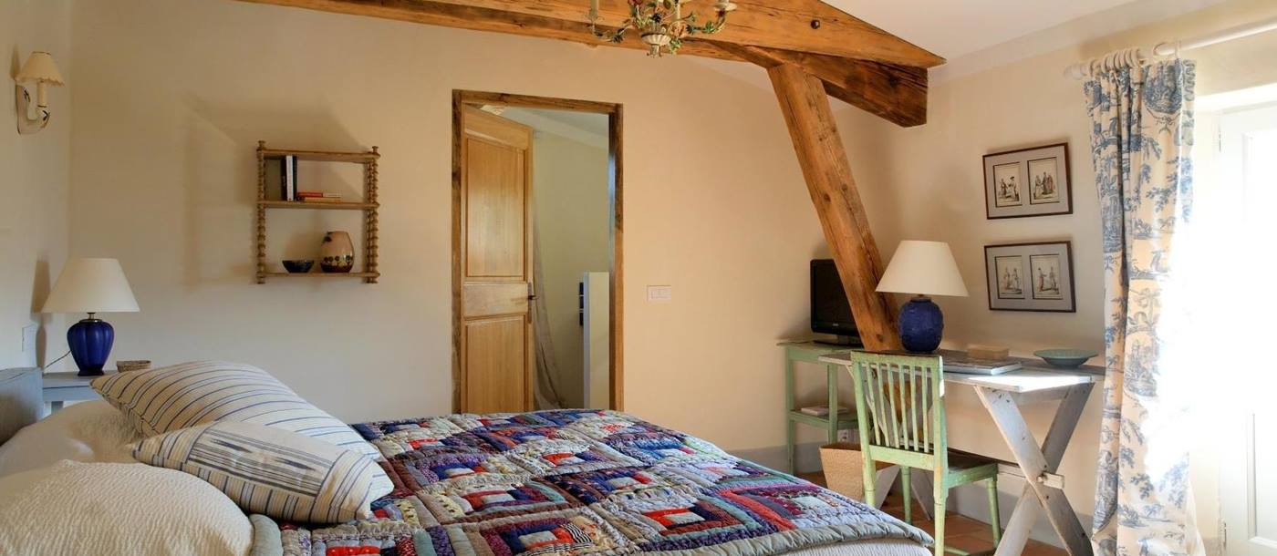 Double bedroom in Le Colline Fleurie, Provence