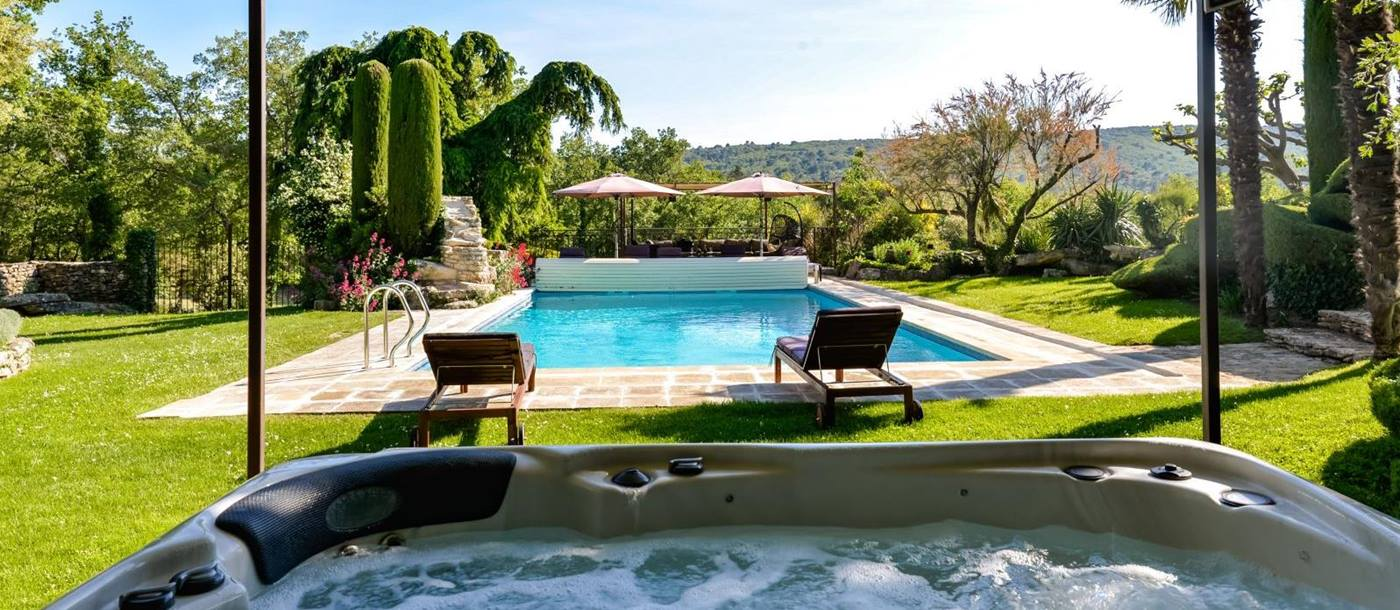 Jacuzzi next to swimming pool of Le Mas de Cedres, Provence