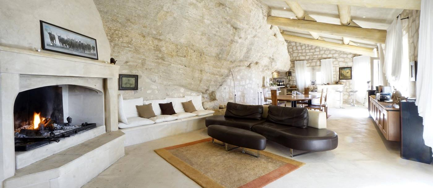living room with fireplace in Les Rochers, Provence