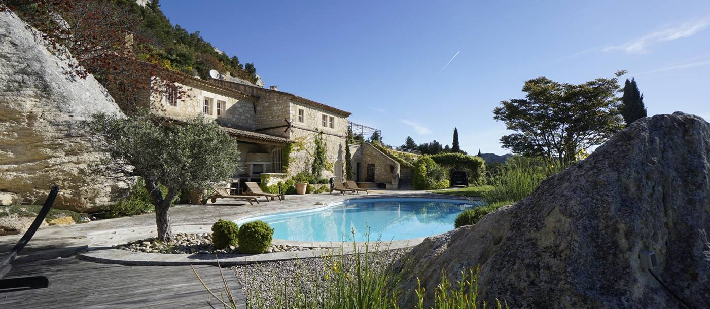 facade and swimming pool in Les Rochers, Provence