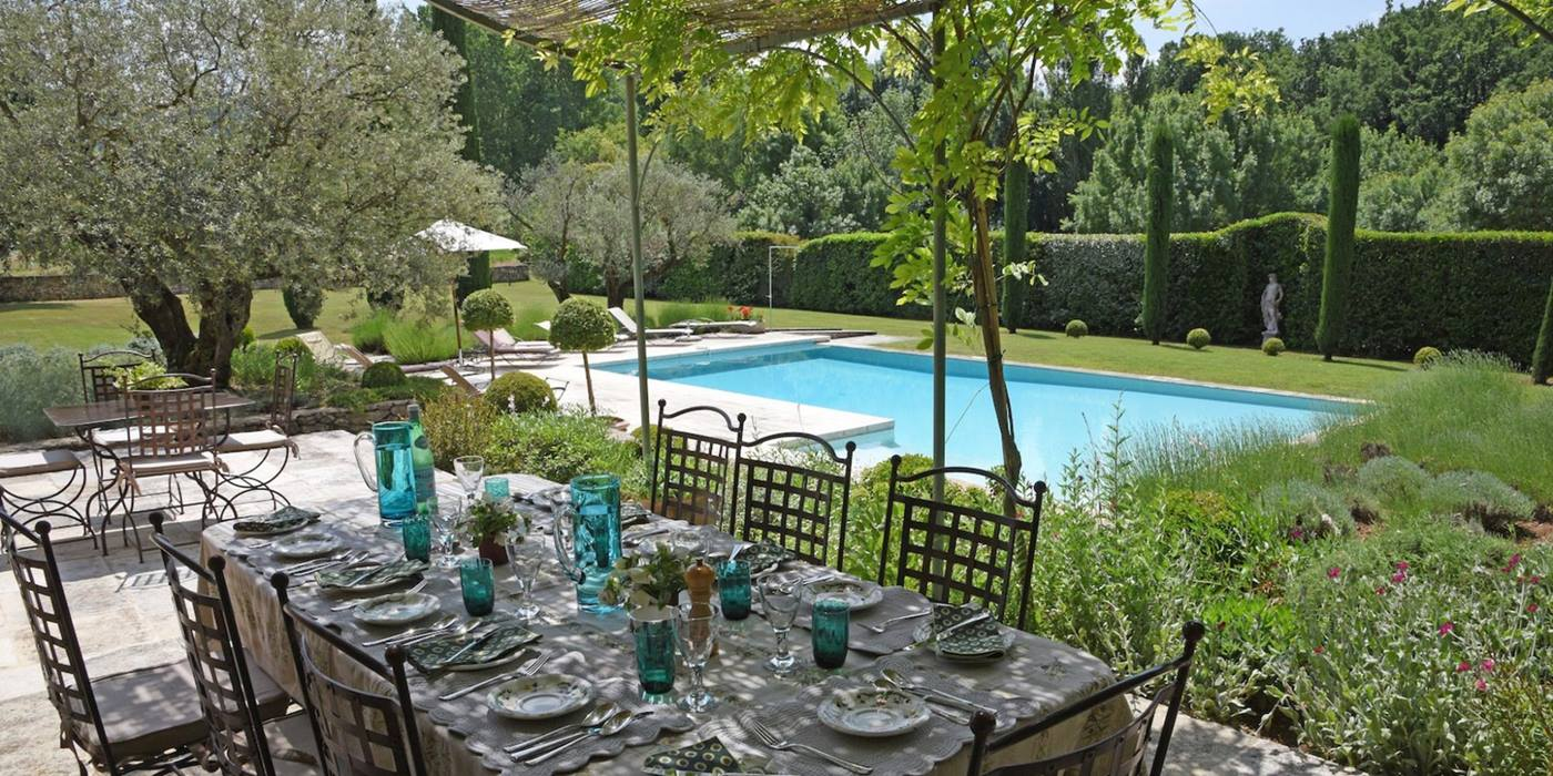 Outdoor dining at Mas des Cerisiers, Provence