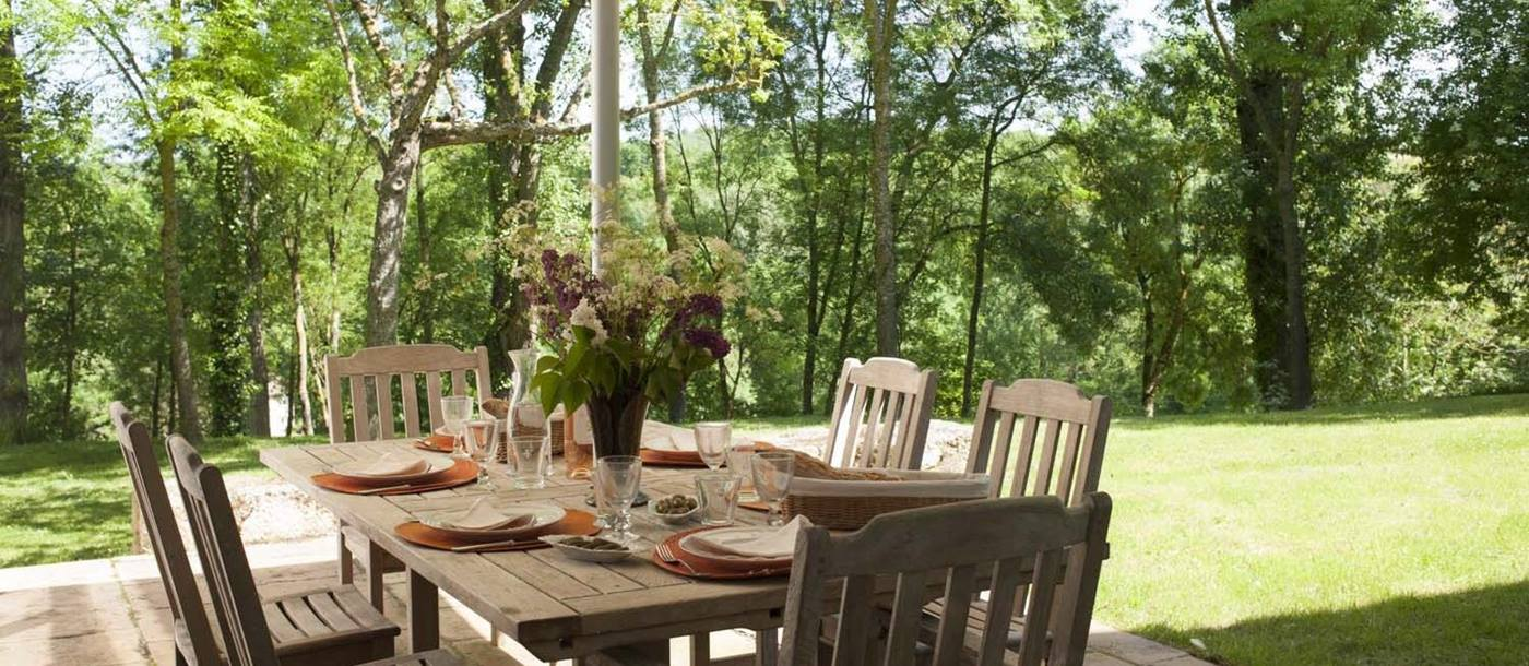 Outdoor dining at Hameau d'Albi, South West France