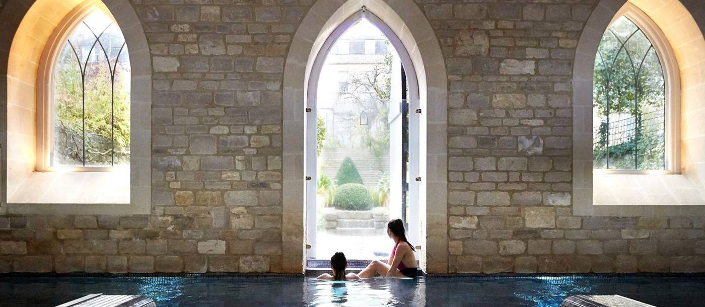 Pool and jacuzzi in the spa of the Royal Crescent Hotel in Bath