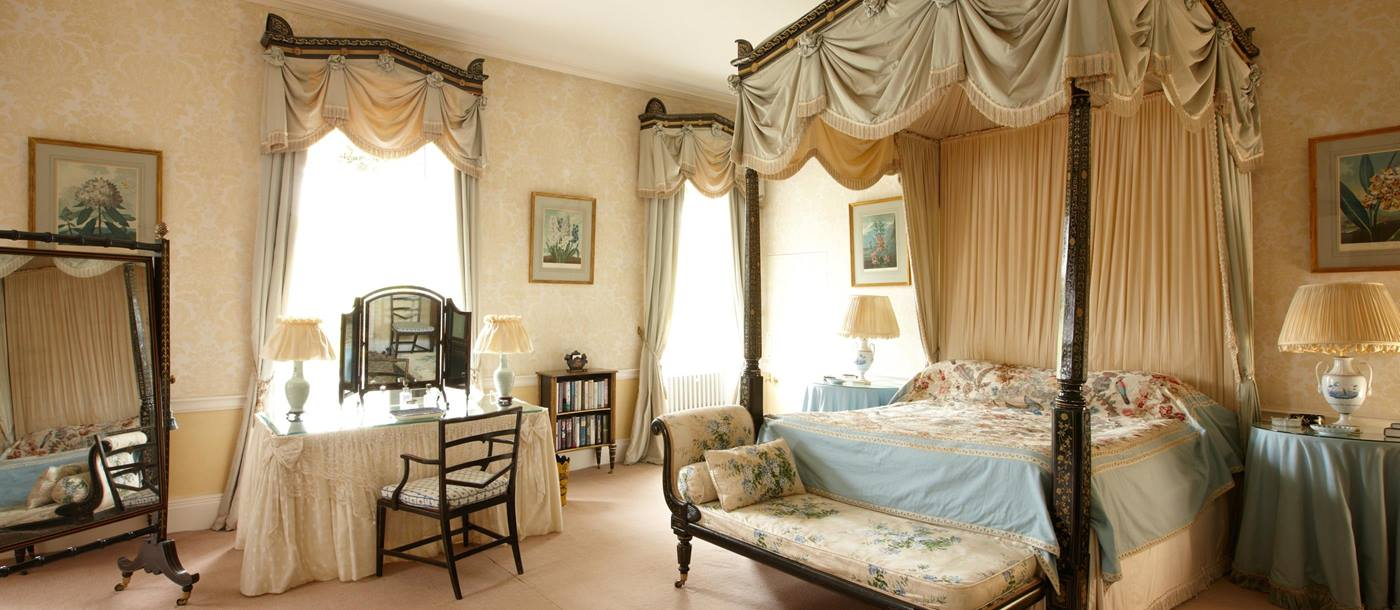 Double bedroom in Cornwell Manor, Cotswolds