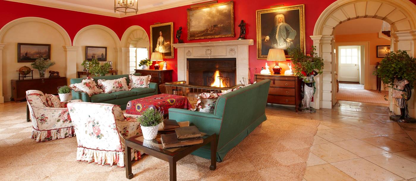 Living room with fireplace in Cornwell Manor, Cotswolds