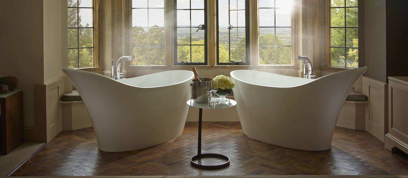 Bathtubs with view in Foxhill Manor, Cotswolds