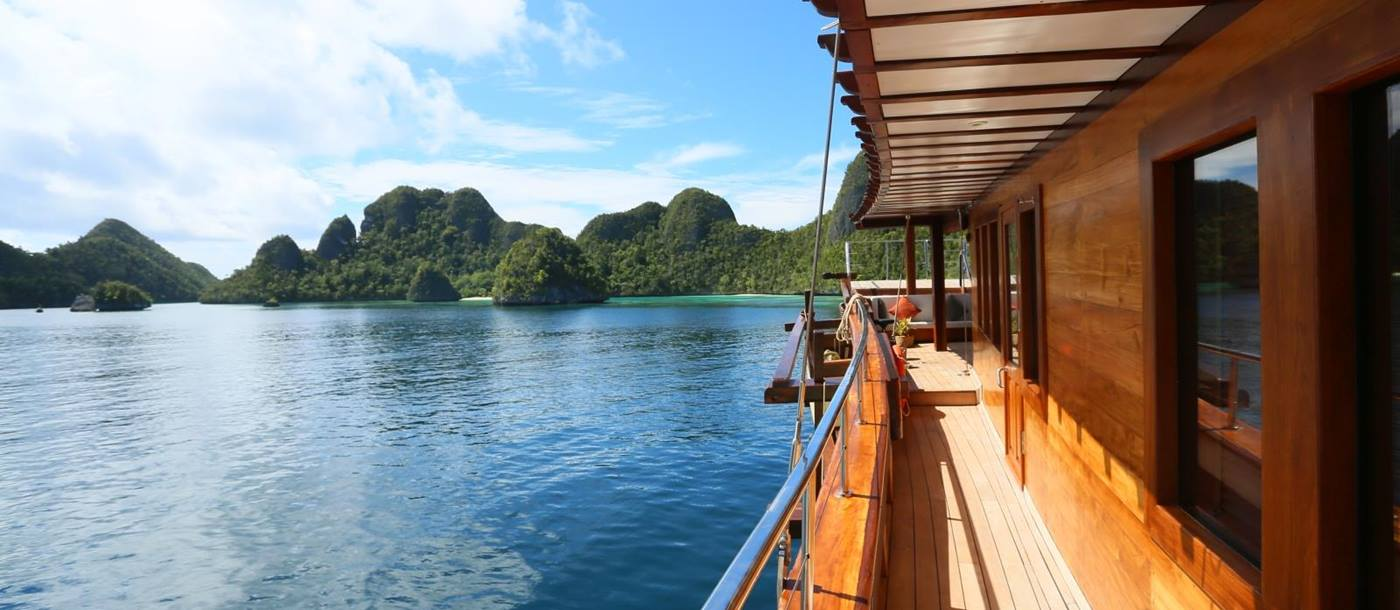 Side decking and passage and Komodo Islands