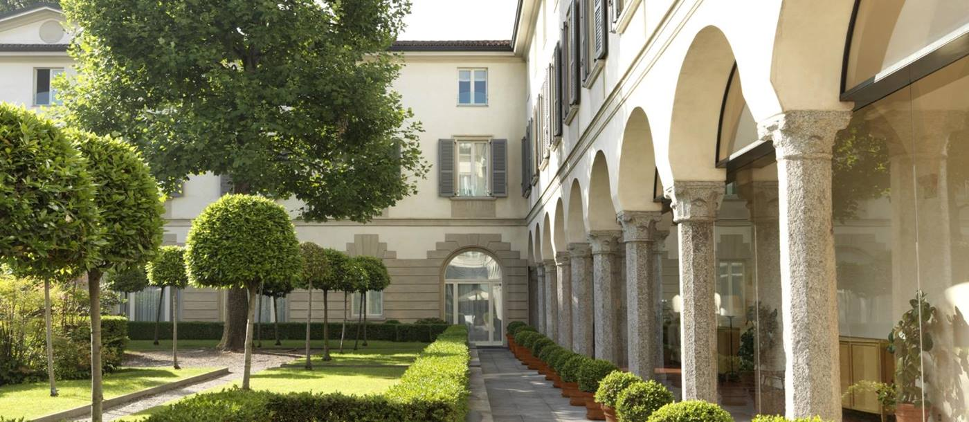 Path between arches and gardens at Four Seasons Milan