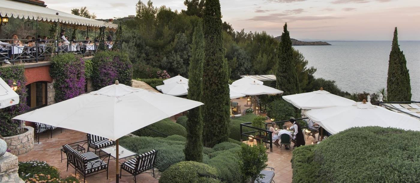 Terrace dining at Il Pellicano
