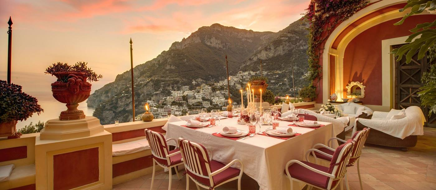 OUtdoor dining at Palazzo del Vescovo, Italy