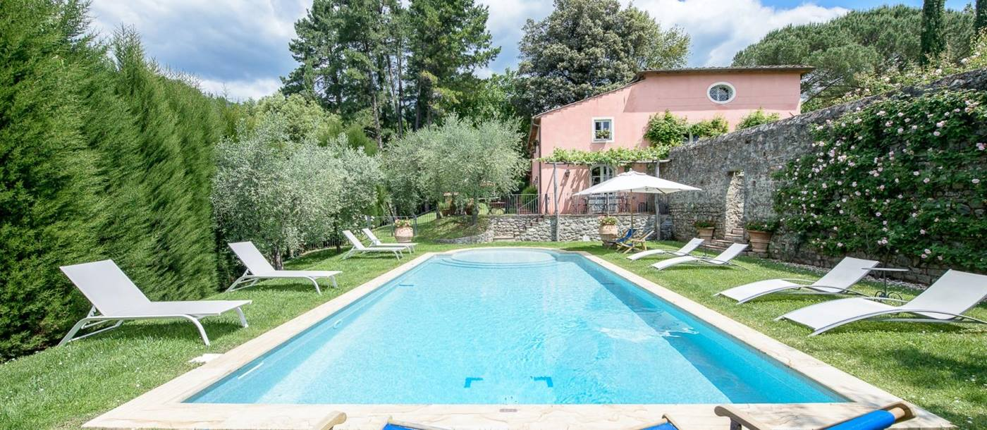 The swimming pool with two sunloungers at l'Antico Mulino, Tuscany