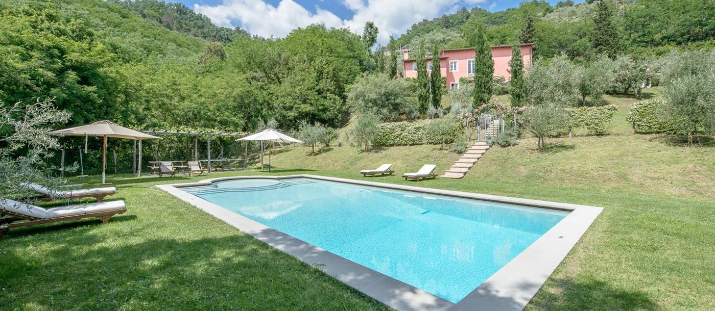 the swimming pool of Villa Barboleta, Tuscany