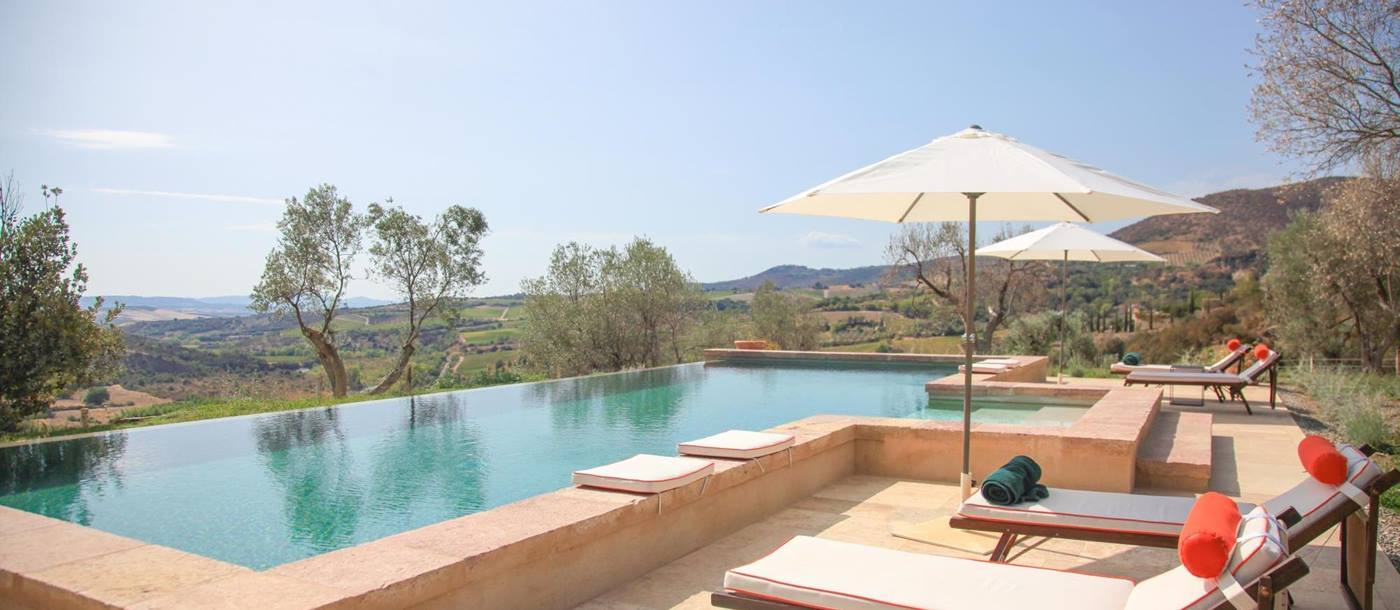 Swimming pool with sun loungers of Villa dell'Abate, Tuscany