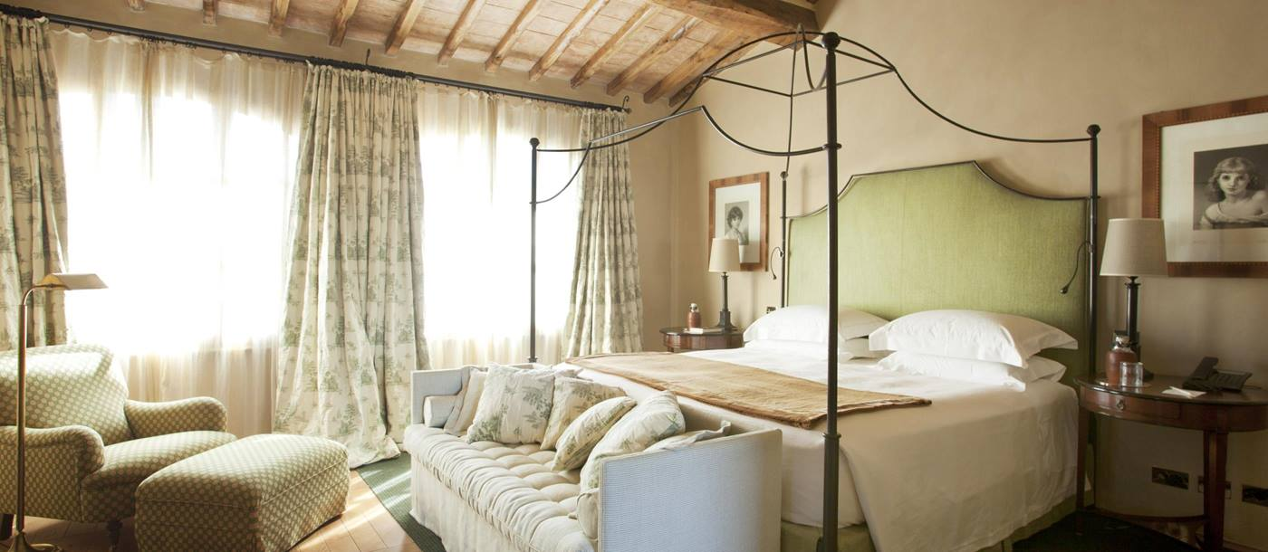 Double bedroom in Villa Gauggiole, Tuscany