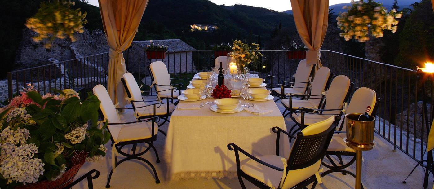 Outdoor dining of La Rocca, Umbria