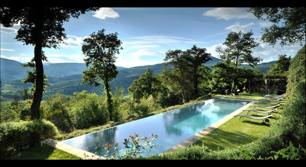 Pool in the middle of the garden of Villa Arrighi, Umbria