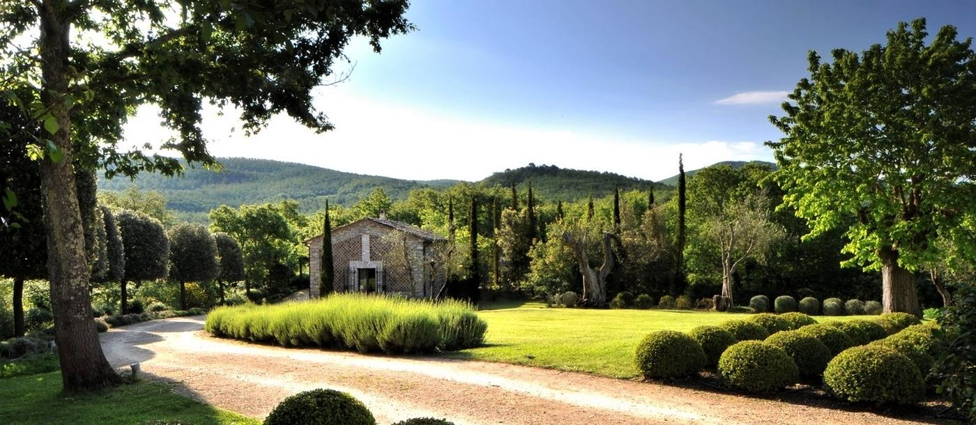 Driveway and garden of Villa Arrighi in Umbria