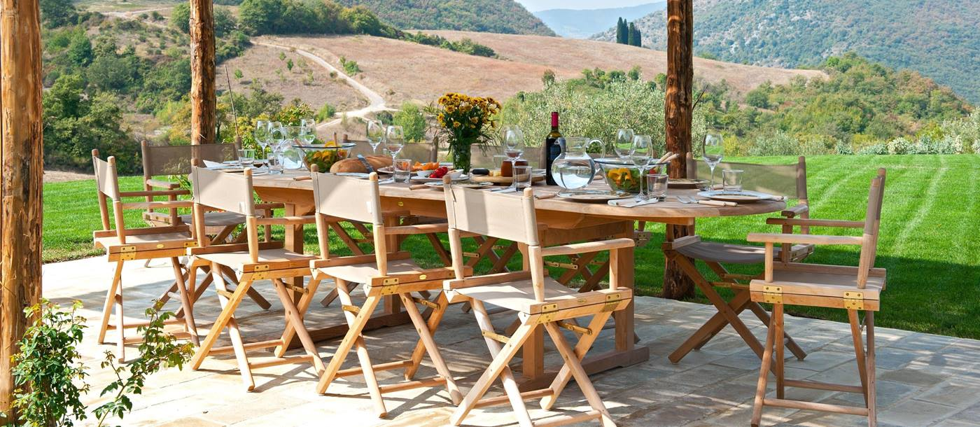 Outdoor dining at Villa Il Canto, Umbria