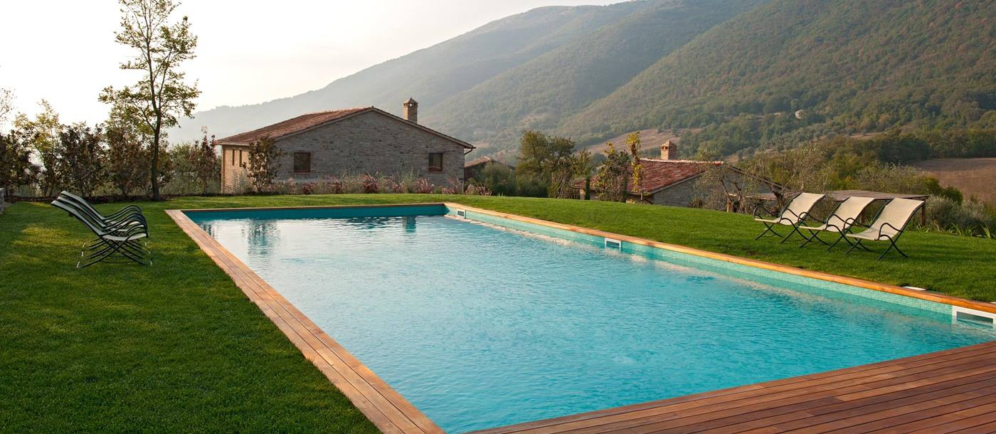 facade and swimming pool of Villa Di Mandola, Umbria