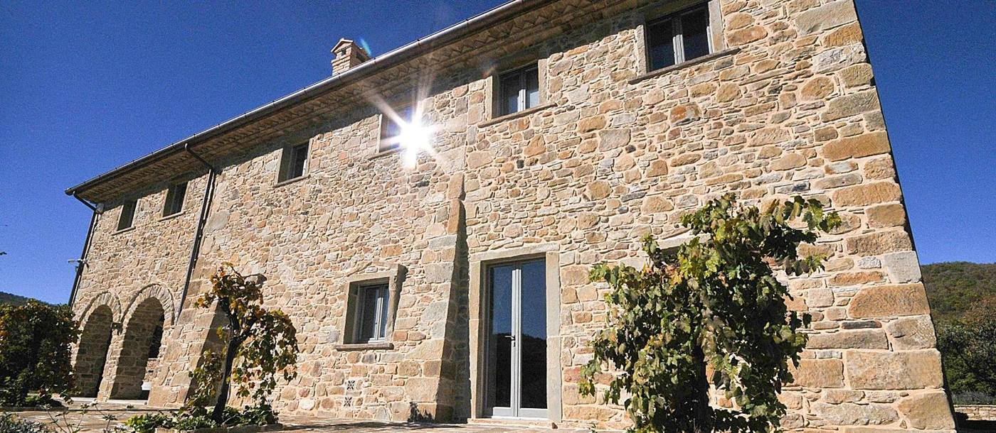 En-suite double bedroom of Villa Meridiana, UmbriaExterior of Villa Meridiana, Umbria