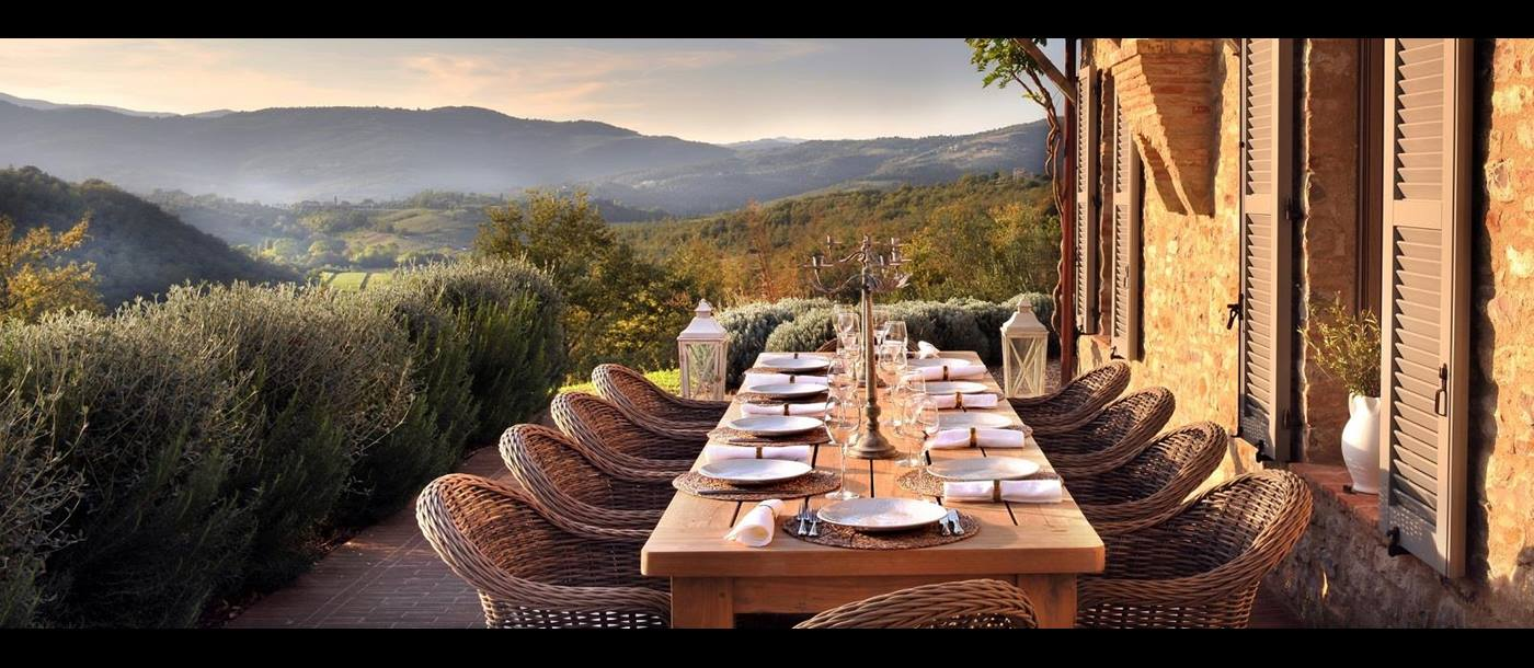 Outdoor dining table of Villa Spinaltermine, Umbria