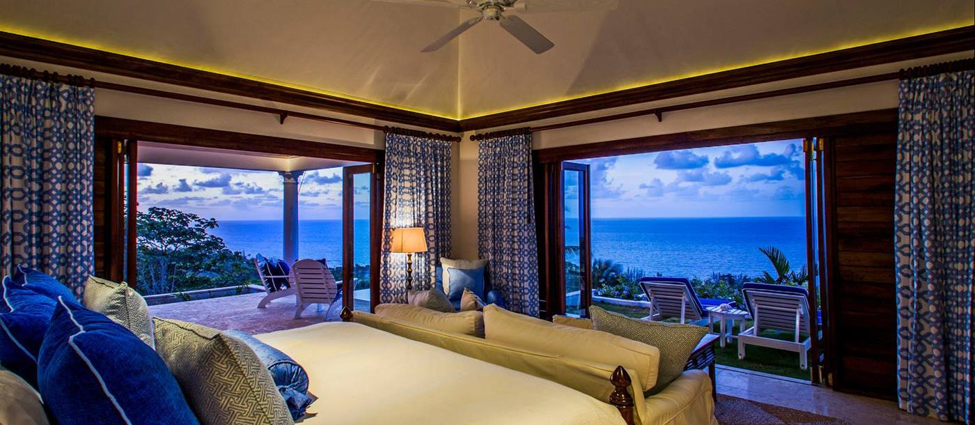 Double bedroom with double outdoor access in Hummingbird House, Jamaica