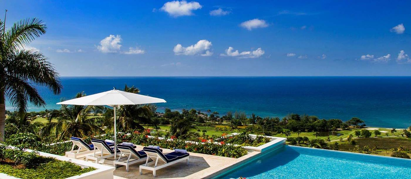 Swimming pool and sunbeds overlooking the sea from Hummingbird House, Jamaica