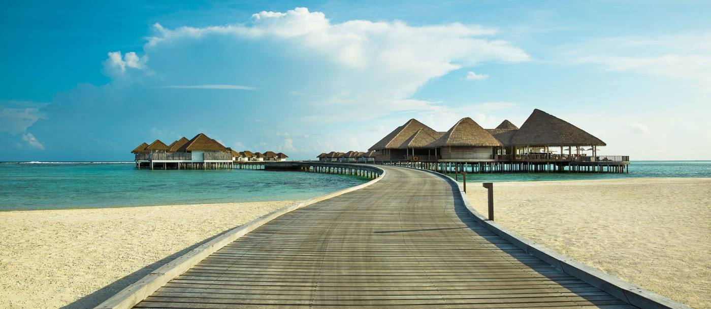 The boardwalk at Como Maalifushi