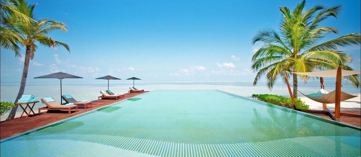 The infinity pool of LUX Maldives