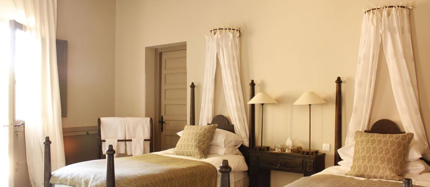 A twin bedroom at Dar Arbala in Morocco