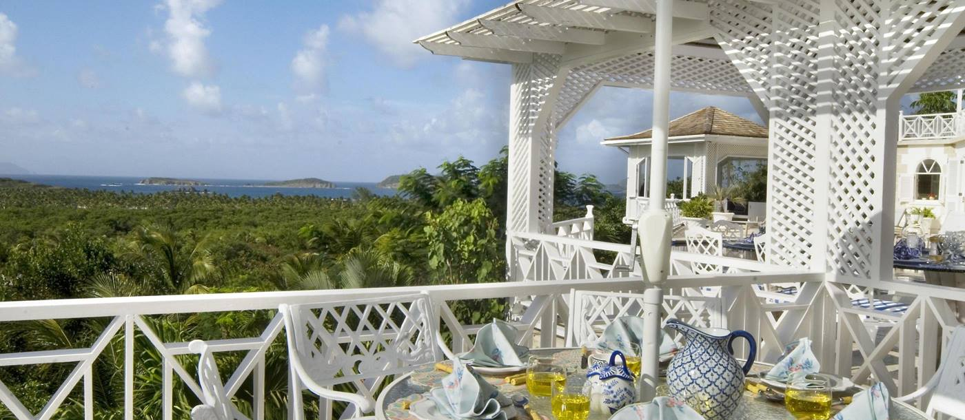 Outdoor dining at Callaloo, Mustique