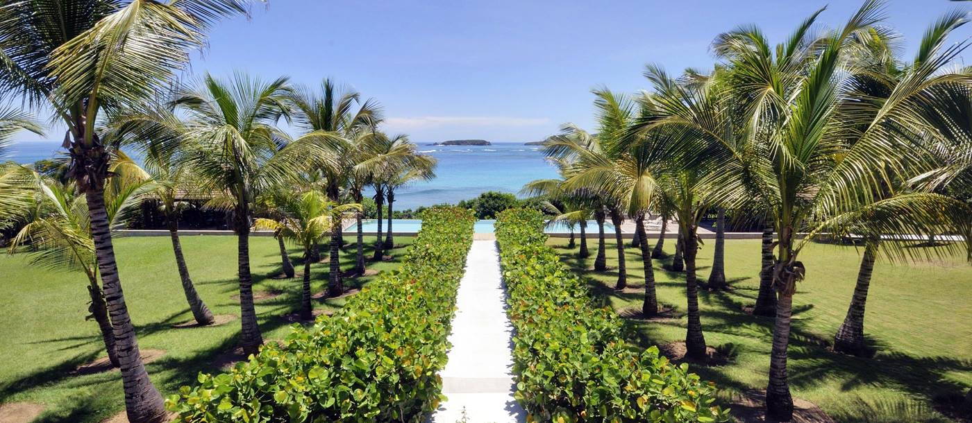 Gardens and pathway leading to the beach near Sleeping Dragon, Mustique