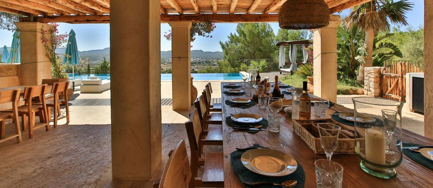 the outside dining table at the villa