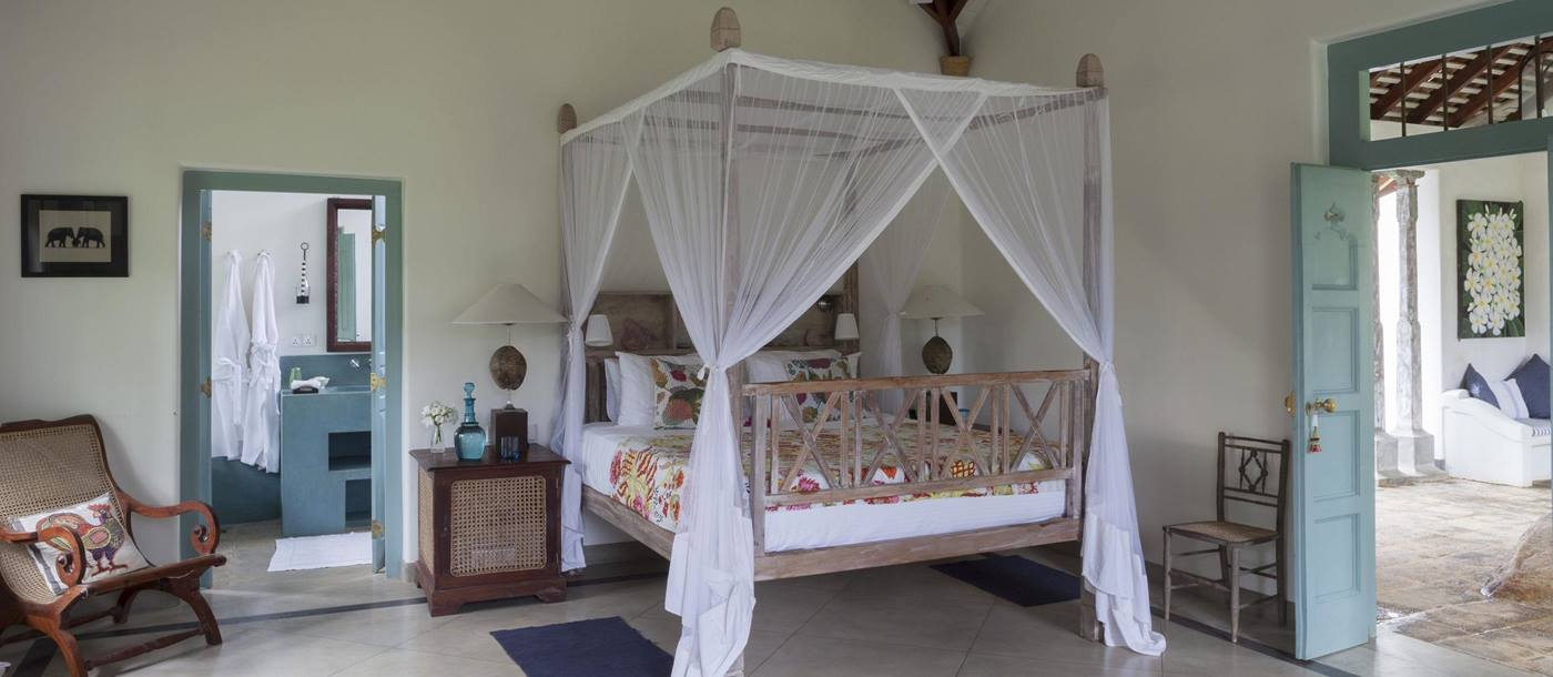 double bedroom in sisindu t, sri lanka