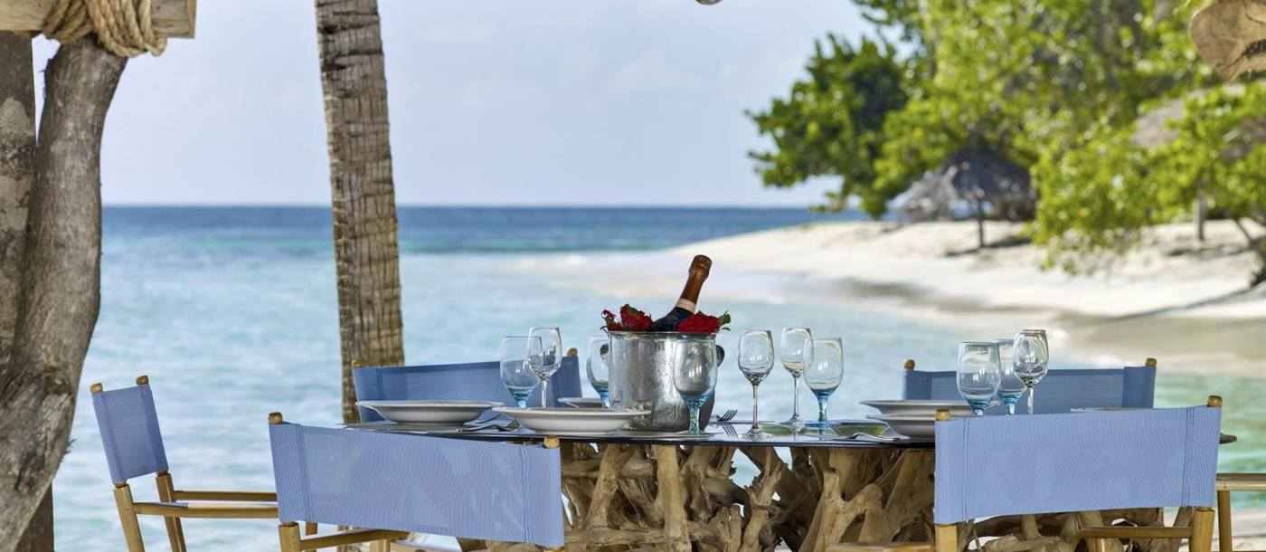Petit St Vincent-dining and beach