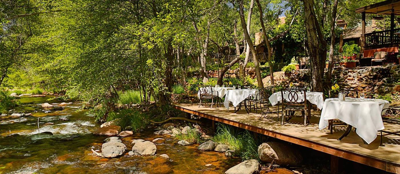 The outdoor eating area next to the river of l'Auberge de Sedona, USA