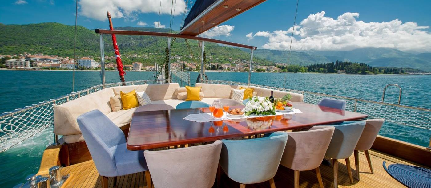 Open-air dining are onboard the luxury gulet Adatepe 4