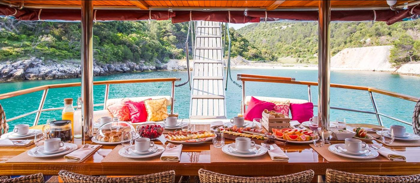 Luxurious dining on board Altair in Croatia