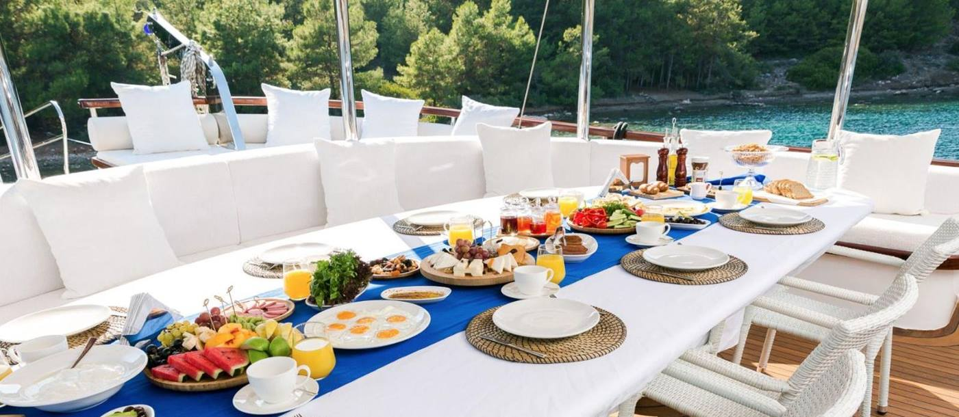Breakfast on board Halcon del Mar