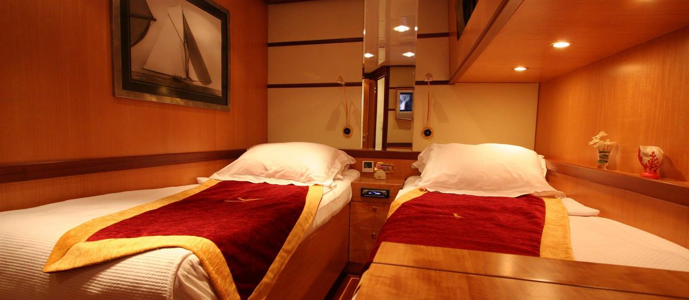 Twin cabin on Serenity 86